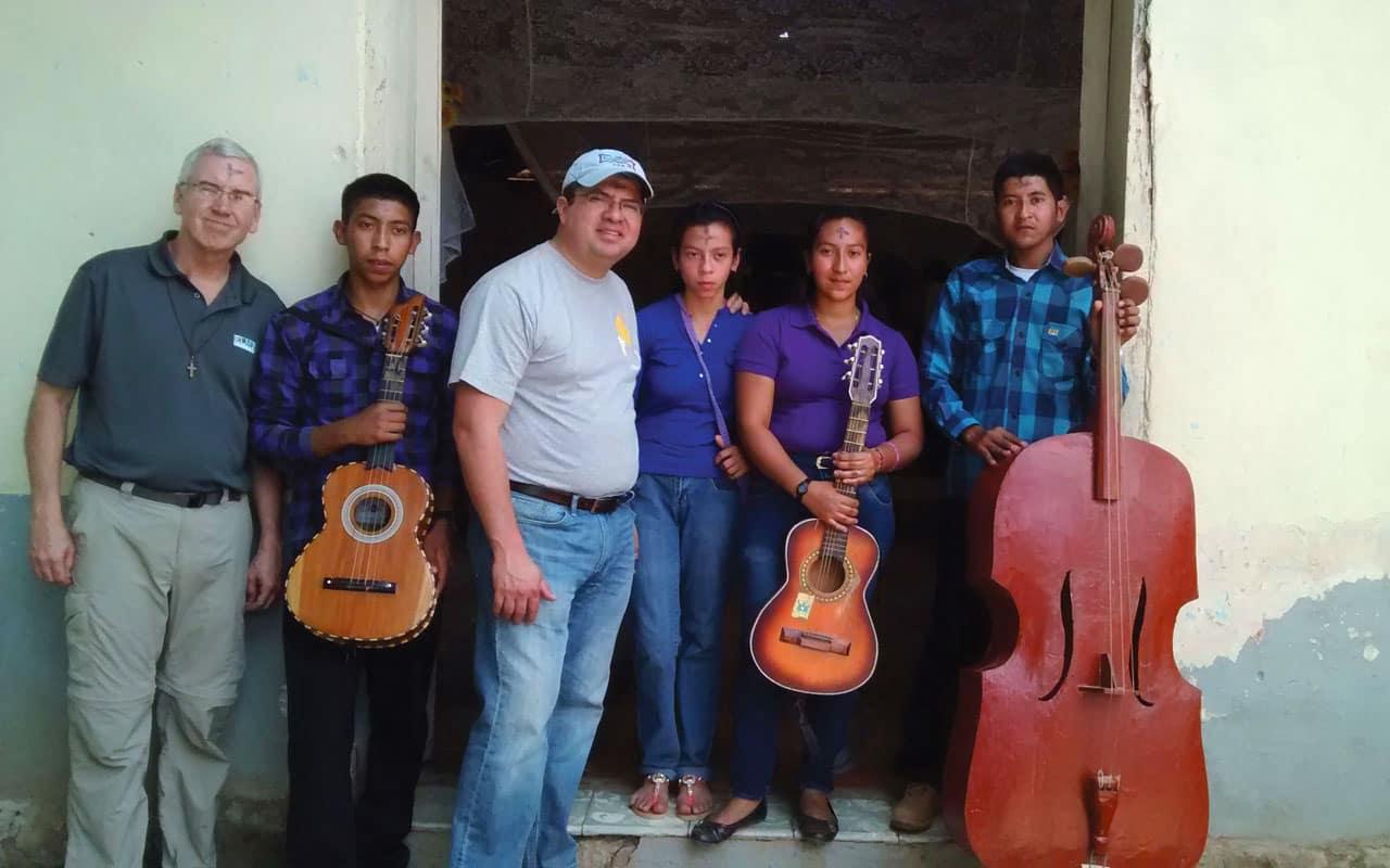 Una visita a El Salvador con el padre Mino