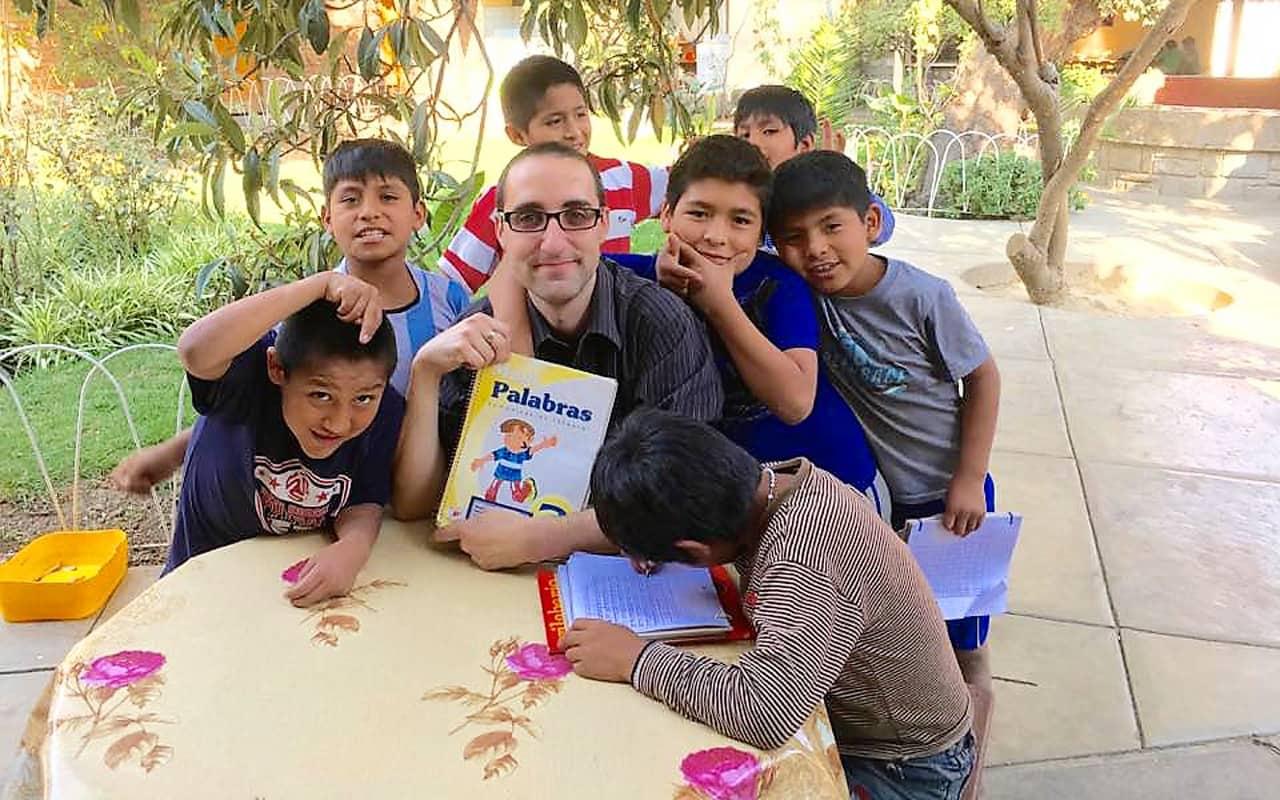 Futuro Hermano Maryknoll Vive Experiencia Misionera en Bolivia