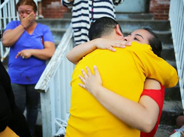 Indocumentados que enfrentan la deportación encuentran refugio temporal en santuarios