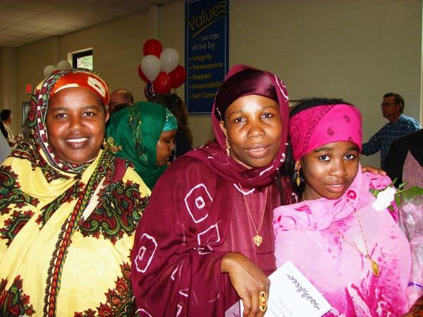 Una ex refugiada Bantú Somalí en Vermont retribuye al país que le dio la bienvenida