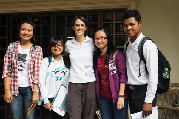 misionera laica Maryknoll ve promesas para el futuro en estudiantes camboyanos