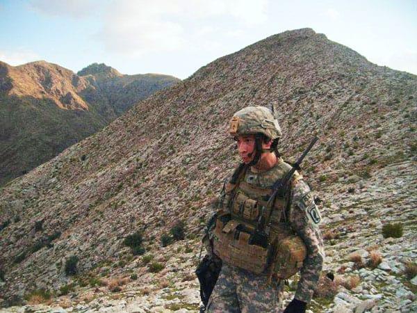 Ex- soldado Neoyorquino cambia la vida militar por la vida en misión.