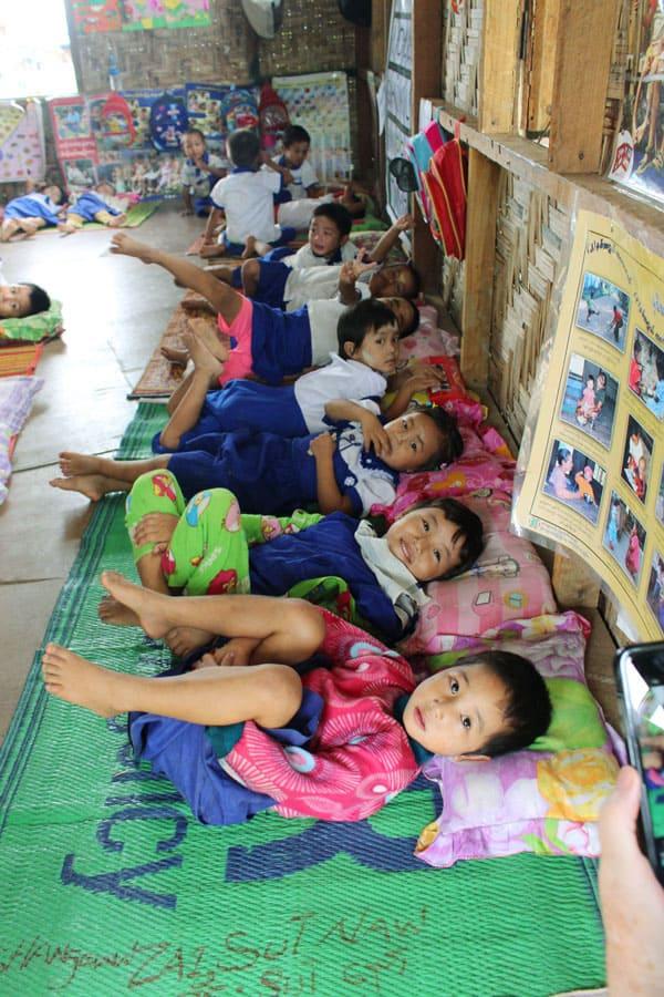 Hermano Maryknoll encuentra que su vocación responde a las necesidades de refugiados de myanmar