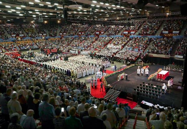 Multitudes llegan a Oklahoma a celebrar que el padre stanley rother está Más cerca a la santidad