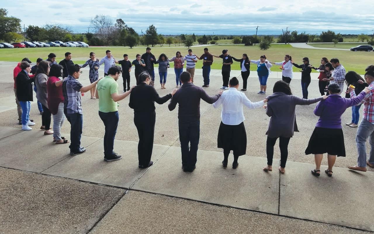 Jóvenes de Dallas reciben formación como discípulos misioneros