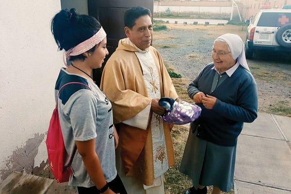 Padre Enrique Bustamante ayudó a los miembros de la parroquia San Pío X a reconocer su vocación misionera