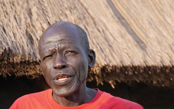 Refugiado de Sudán del Sur en el asentamiento Palabek, al norte de Uganda. Este Catequista de Sudán del Sur que envejeció en un campo de refugiados cuenta su historia sobre su huida a la vecina Uganda.