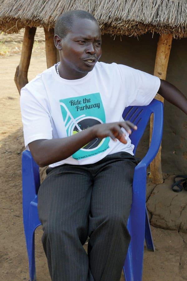 líder comunitario de Sudán del Sur en el asentamiento de Palabek, Uganda. En el artículo: un Catequista de Sudán del Sur que envejeció en un campo de refugiados cuenta su historia sobre su huida a la vecina Uganda.