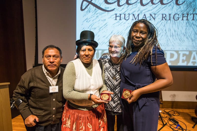 Premio Letelier-Moffitt con DHUMA y el New Orleans Workers' Center for Racial Justice. (Courtesy of the Institute for Policy Studies/Photography by Lancer Photography @kaz_tography)