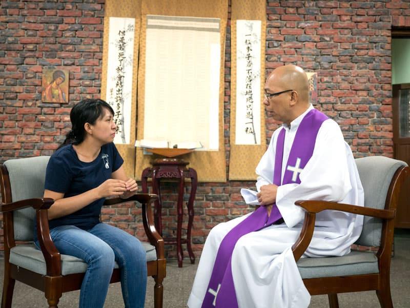 Ministerio Ugnayan: Padre Joyalito aconseja a trabajadora migrante
