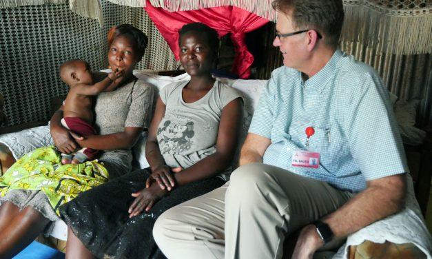 En Kenya: Ejército de sanadores lucha contra el VIH