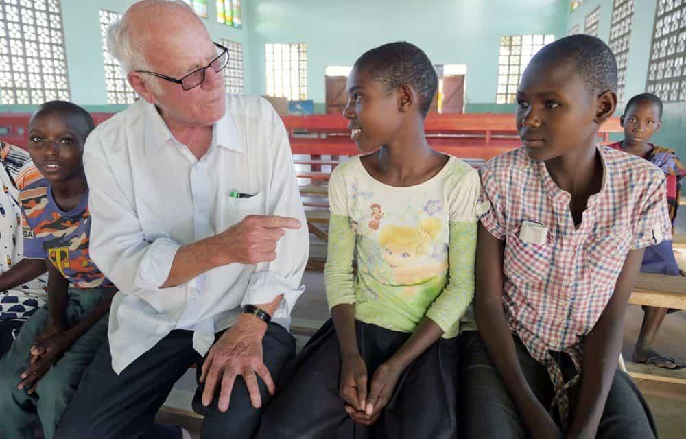 Misionero apoya a personas Watatulu en Tanzania