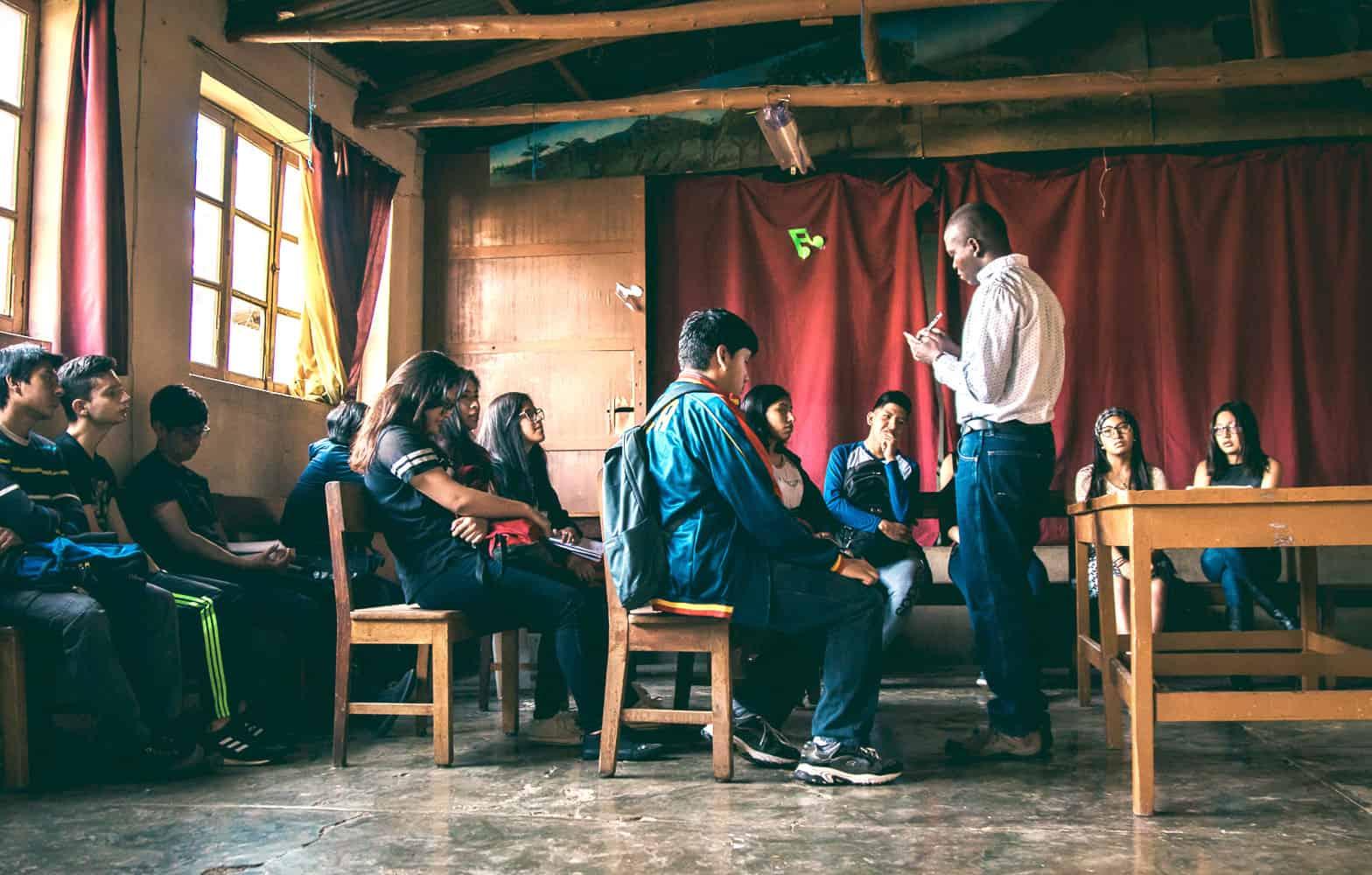 El seminarista de Maryknoll John Siyumbu, nacido en Kenya, está sirviendo en Bolivia. (Carlos Salinas/Bolivia)
