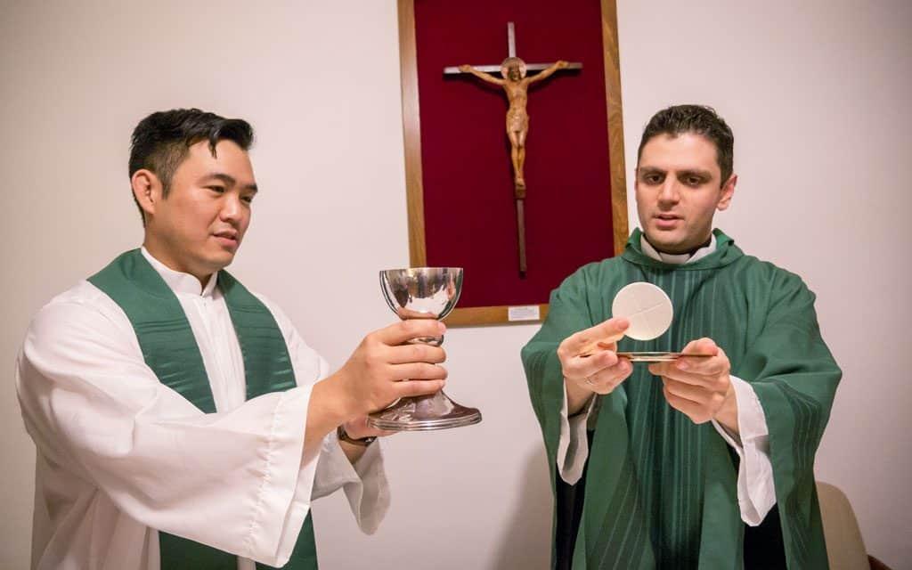 Nuevos Sacerdotes Dan sus Primeros Pasos Misioneros en Hong Kong