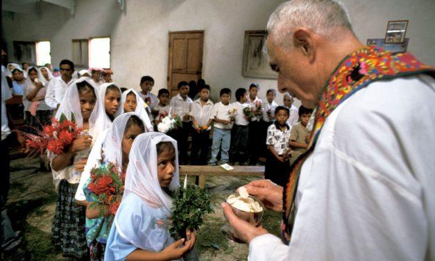 Sacerdote Maryknoll sirve en comunidades indígenas de Guatemala