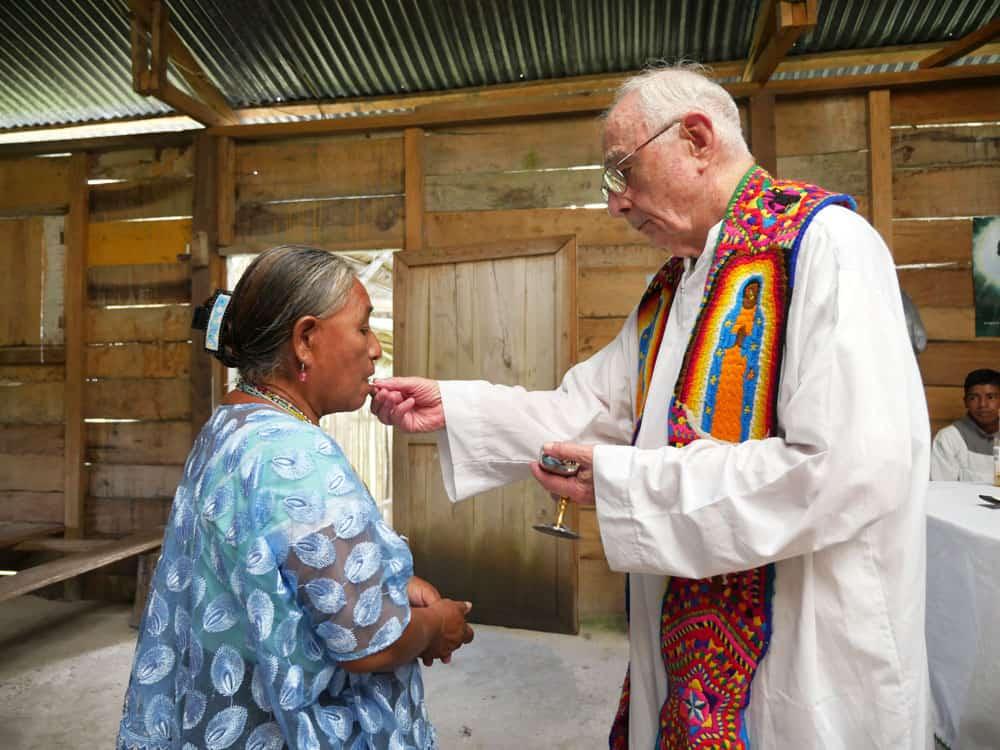 Sacerdote de los Maya El Padre Bill Mullan en Guatemala están ayudando a preservar las culturas indígenas mientras comparten la Buena Nueva del amor de Dios. (Sean Sprague/Guatemala)
