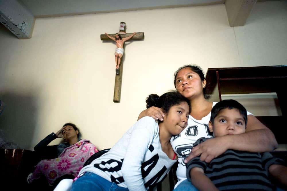 ex inmigrante indocumentado-Muchas familias de Centroamérica huyen de la violencia y pobreza de sus países para buscar refugio en Estados Unidos.