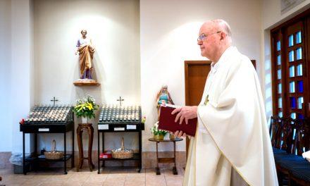 El Padre John Cuff Celebra 50 Años en Misión
