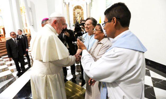 Hermana Maryknoll Conoce al Papa Francisco en Panamá