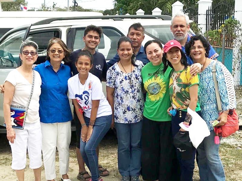 Hermanas Maryknoll junto con miembros de la comunidad acogieron a peregrinos a la Jornada Mundial de la Juventud antes y durante la visita del Papa Francisco en Panamá.