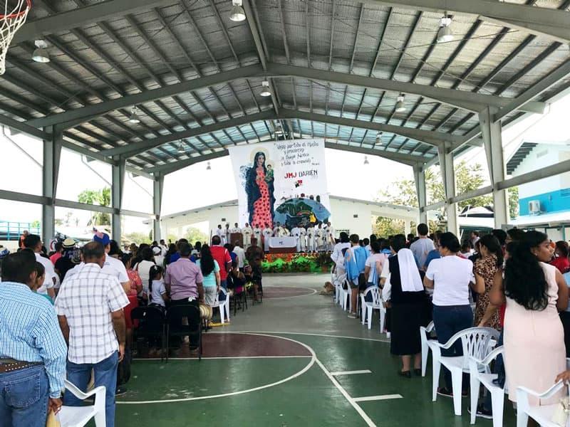 Hermanas Maryknoll y comunidad de Darién participan en una Misa antes de la Jornada Mundial de la Juventud con el Papa Francisco en Panamá.