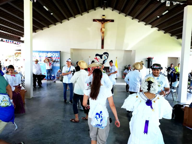 Panameños listos para recibit a peregrinos and al Papa Francisco en Panamá.