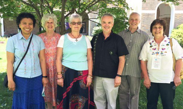 Hermanas y Afiliados Maryknoll: Compañeros de Oración y Misión