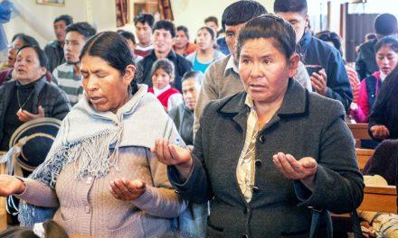 Iglesia viva en el Altiplano de Perú