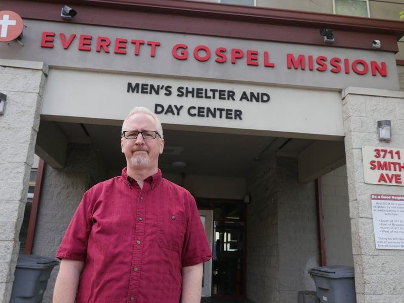 El Diácono Denis Kelly es el director ejecutivo de MercyWatch. en Everett, Washington