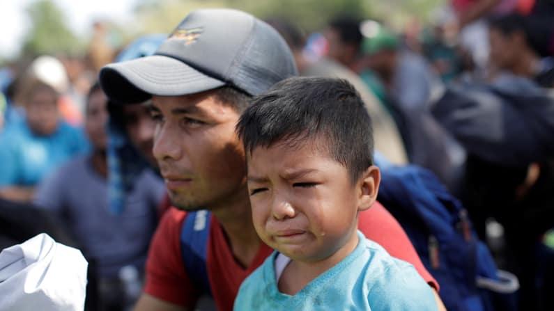 Un grupo de muros antes de llegar a los EE.UU. detiene a algunos migrantes