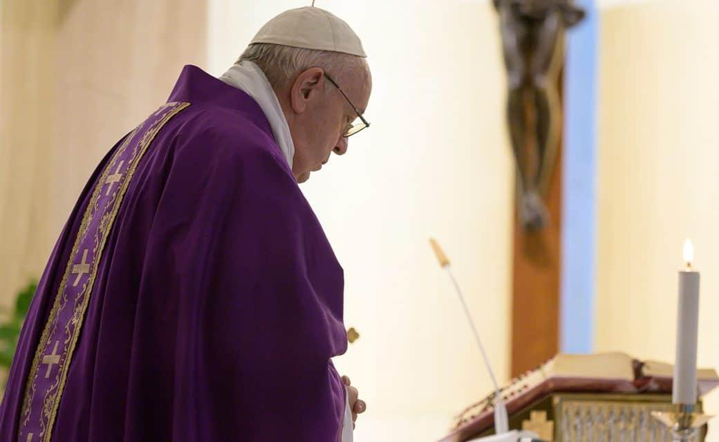 El Papa Francisco reza por personas con dificultades económicas debido a la pandemia