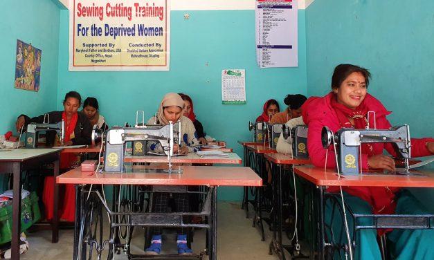 Programa de costura se vuelve crucial en tiempos de COVID-19