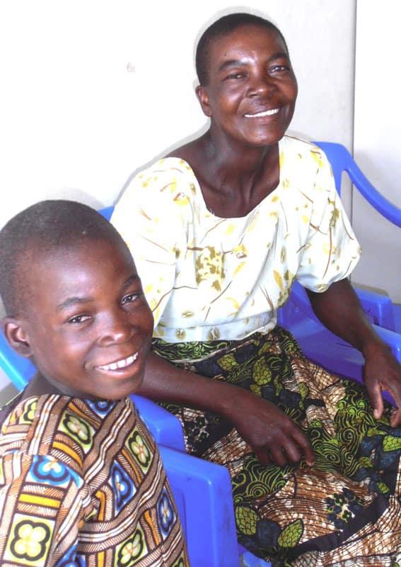 Los buenos recuerdos de Ester y la resistencia de Mama Ester inspiran a la misionera laica Maryknoll Joanne Miya. (Cortesía de Joanne Miya / Tanzania)