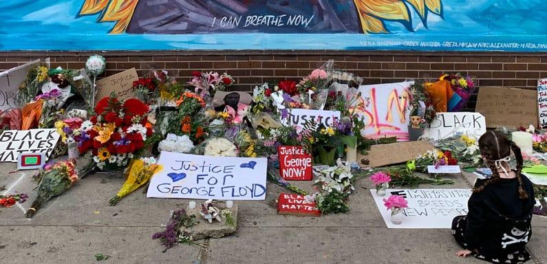 Honrando a George Floyd entre la Calle 38 y la Avenida Chicago