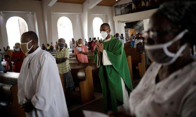Vaticano presenta documento de instrucción para parroquias
