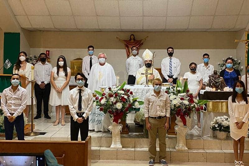 Ni huracán, ni pandemia detuvieron sacramento de la Confirmación en Texas