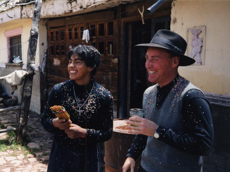 Joseph Bruener asistió a una escuela de idiomas en Cochabamba, Bolivia, y se formó en Curicó, Chile, y en Moho, Perú, y prestó su juramento perpetuo en 1998. En esta foto de archivo el está en el altiplano de Perú. (Maryknoll Mission Archives)