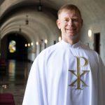 A Pesar de las Restricciones por COVID-19 un Nuevo Sacerdote es Ordenado en Maryknoll