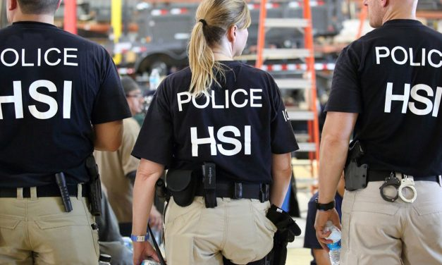 Grupos Dicen que Inmigrantes en Detención han Sido Sometidas a Histerectomías