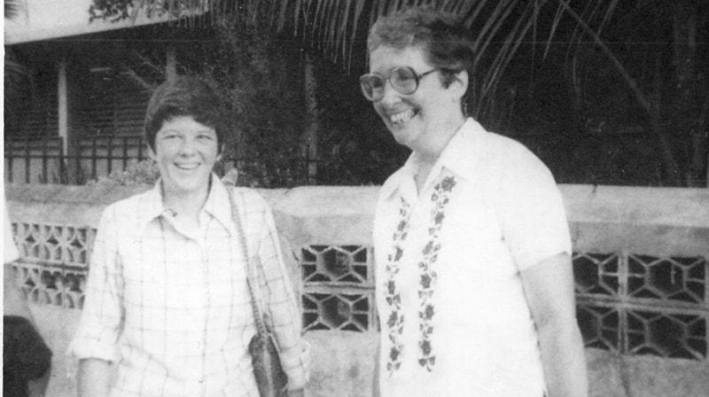 Las hermanas Maryknoll Ita Ford (l.) y Maura Clarke,juntas antes de su asesinato en El Salvador donde sirvieron en misión.