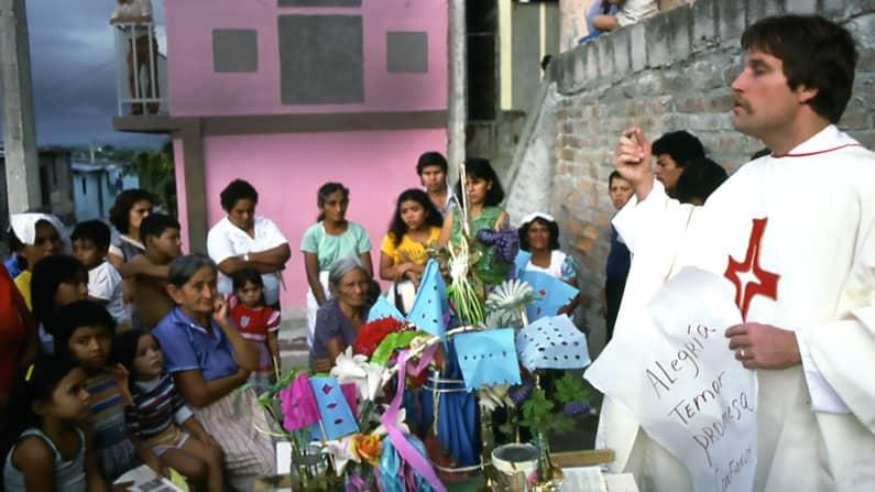 Ex Sacerdote Asociado Maryknoll Recuerda Día Cuando Mataron a los Jesuitas en El Salvador
