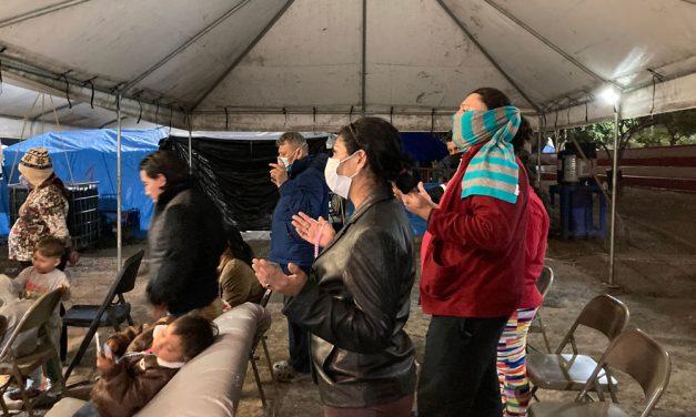 Solicitantes de asilo cerca de frontera sienten esperanza con Biden