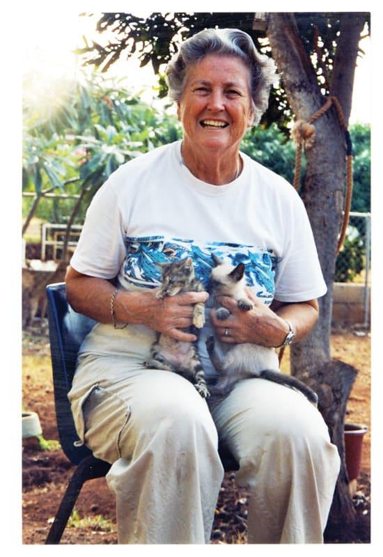 La Hermana Kremer, amante de los animales, fue voluntaria en una veterinaria local en Hawái. (Connie Krautkremer/Hawái)