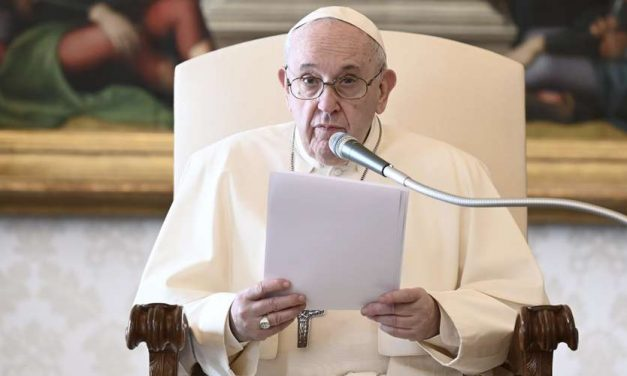 "Papa Francisco: La Misa no puede ser ""solo escuchada"" como si fuéramos espectadores"