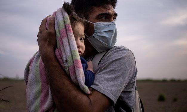 Persiguiendo un rumor, centroamericanos se dirigen a la frontera