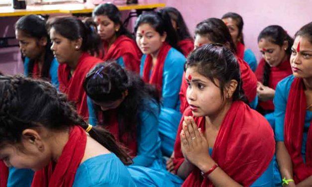 """Amparando a los """"más pequeños de mis hermanos"""" en Nepal"""