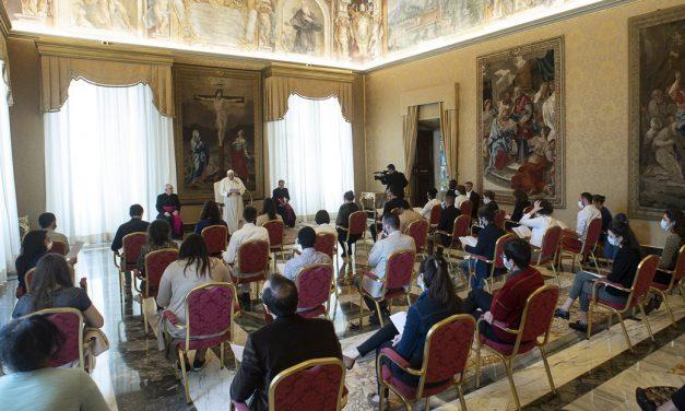 El Papa alienta a reavivar la esperanza de los jóvenes desanimados