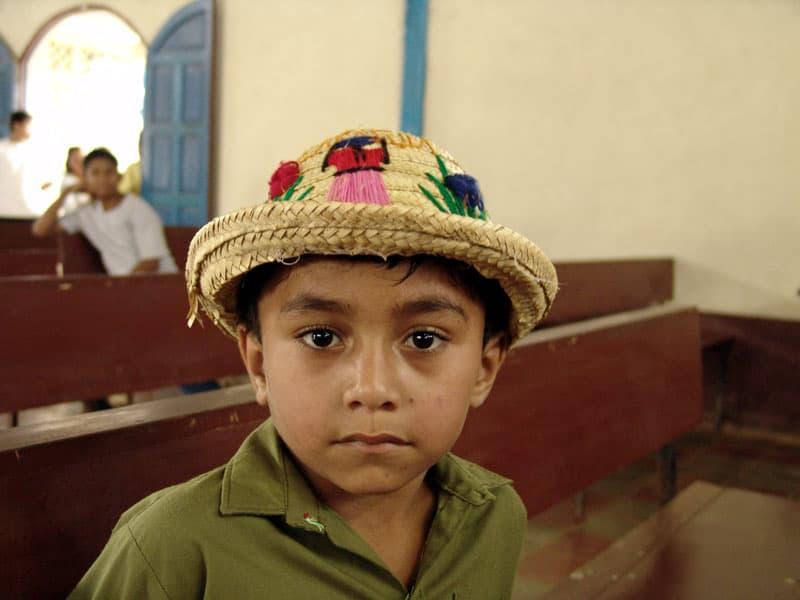 Relatos Verano 2021: Niño en una parroquia de Nicaragua. (Sean Sprague/Nicaragua)