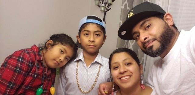 Diana y Hugo Saguilan (missing accent mark) con sus hijos Lucas y Yarexi, de New Paltz, N.Y.