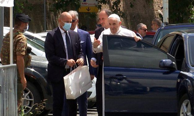Papa Francisco sale del hospital y agradece a la Virgen en Santa María la Mayor